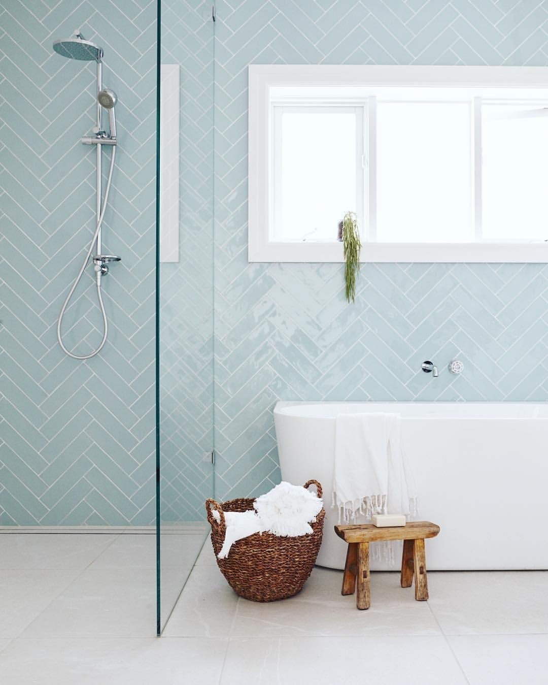 Painting Bathroom Tiles – Affordable Renovation Option - Building ...